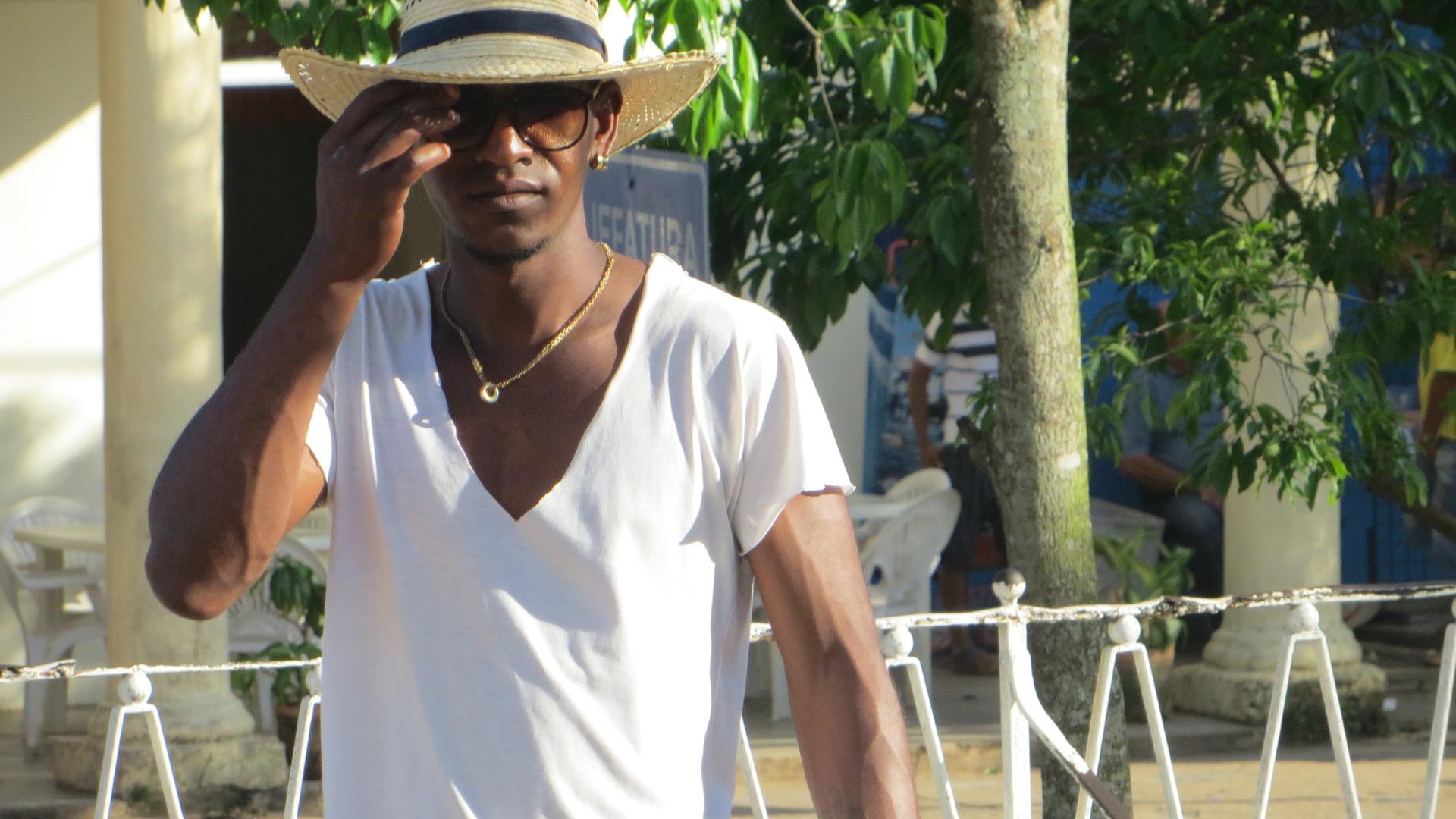 Kuba-junger Kubaner mit Hut-