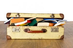 Alter Koffer voller Bcher - Studienreise