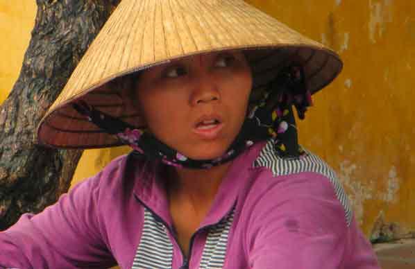 vietnam-Hoi an-junge-Frau-mit-Hut