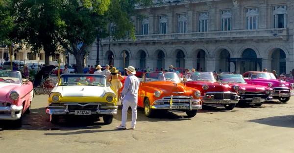 Kuba-Havanna-bunte-Oldtimer