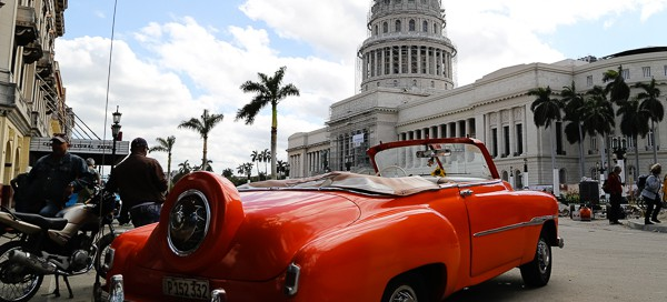 Kuba-Havanna Capitolio roter Oldtimer-img_9744-kd