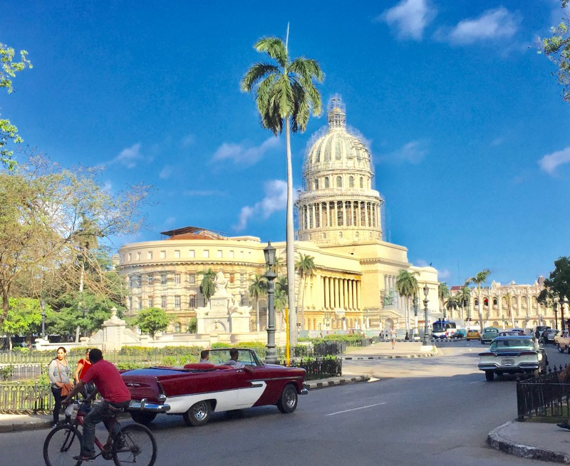 Kuba-Havanna-Capitol-Cabrio