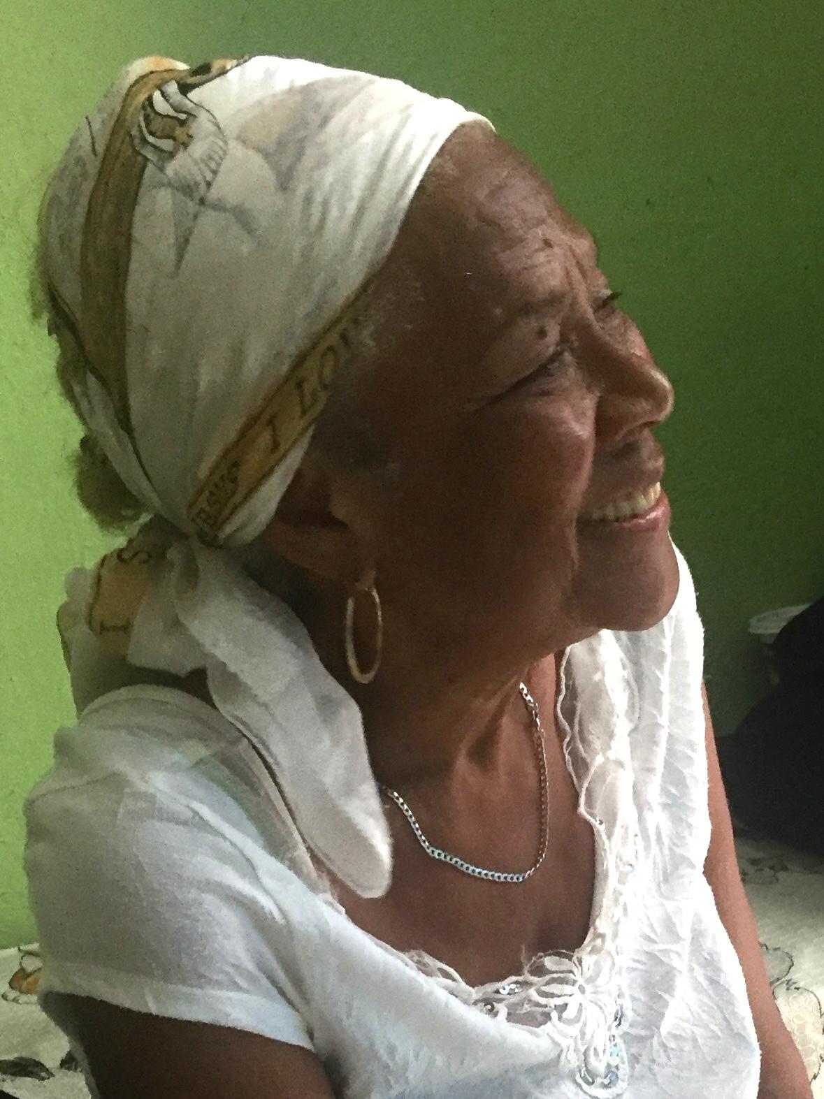 Kuba-Havanna-schöne ältere Kubanerin-IMG_7189-bk
