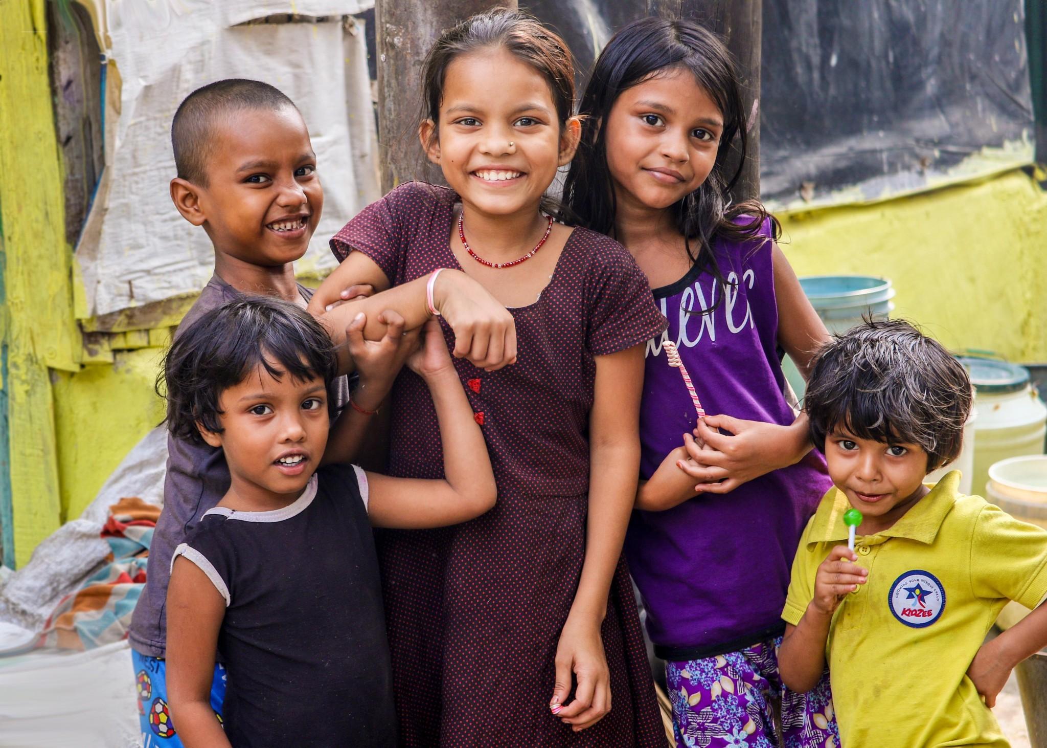 lachende Kinder im Reiseland